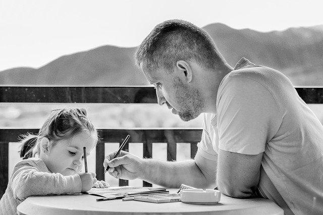 איך הורים מלמדים את הילדים אמפתיה?